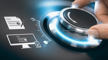 Tourner à la main un bouton de numérisation pour compléter le processus de transformation numérique de l'information. Concept de numérisation de données analogiques sur fond noir. Image composite entre une photographie de main et un fond 3D.