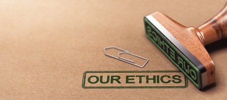 Ilustración 3D del sello de goma sobre el fondo de papel con el texto nuestra ética. Concepto de principios morales de negocios