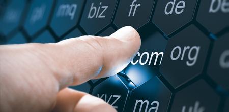 Uomo che seleziona un'estensione di dominio premendo un pulsante esagonale. Immagine composita tra una fotografia a mano e uno sfondo 3D. Archivio Fotografico