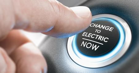 Dedo presionando un botón de inicio con el mensaje cambiar a eléctrico ahora. Imagen compuesta entre una fotografía de mano y un fondo 3D. Foto de archivo