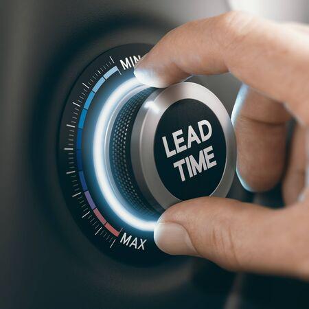 Homme tournant un bouton pour réduire le délai de fabrication. Image composite entre une photographie de main et un arrière-plan 3D.