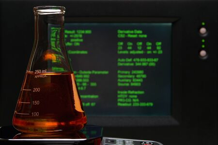 erlenmeyer: Erlenmeyer flaks and screen with experiment data