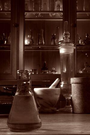 laboratory balance: Sepiatone antico laboratorio di ricerca scientifica