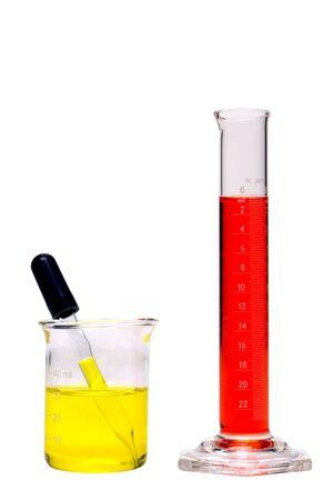 drug discovery: Piccola becher e cilindri isolati su bianco Archivio Fotografico