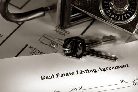 listing: Inmobiliarias lista contrato con la casa y la combinaci�n de teclas de cuadro de bloqueo