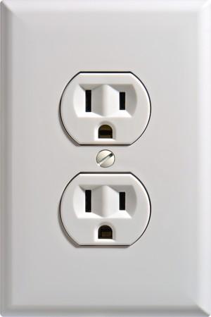 toma corriente: Am�rica del Norte toma de corriente el�ctrica blanco recipiente con tierra y clavija polarizada insertar Foto de archivo