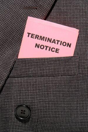 severance: Pink aviso de terminaci�n antideslizante doblado en un hombre de negocios traje bolsillo