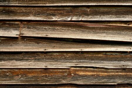 古い納屋の木製羽目板を風化します。