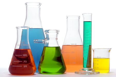 erlenmeyer: Assorted glass Erlenmeyer flasks and beaker filled with liquid for an experiment in a science research lab Stock Photo