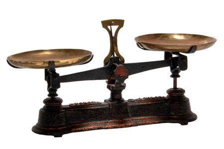 balanza en equilibrio: Antique escala con bandejas de lat�n (no visible de marca comercial o marca) de medici�n
