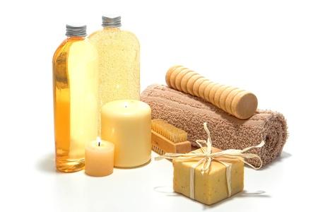 mimos: Artesano de aromaterapia natural hecho jabón orgánico perfumado con diversos accesorios de higiene y productos de bienestar para una sesión de relajación mimos en un spa Foto de archivo