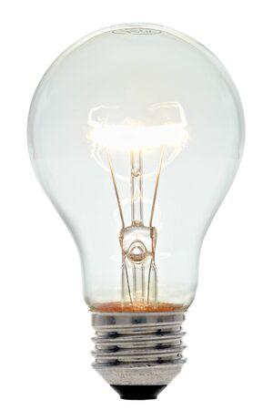 bombilla: Claro brillantes bulbo de cristal iluminadas luz el�ctrica incandescente con filamentos brillantes aislados en blanco