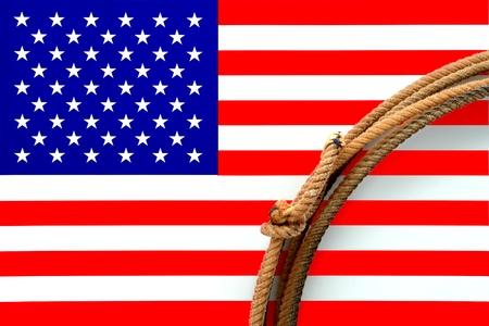 rodeo americano: Cuerda oeste americano rodeo vaquero lazo sobre la bandera estadounidense