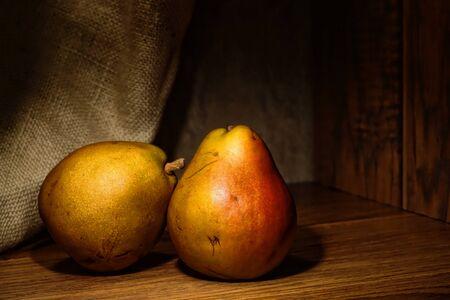 梨: 天然有機ファームは梨ヴィンテージスタイル静物と成長