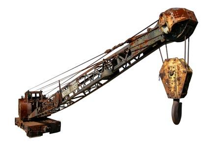 hijsen: Roestige antieke industriële hijstoestelkraan spoor geïsoleerd op wit Stockfoto