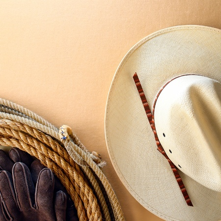 hondo: American West rodeo cowboy white hat and authentic Western lariat style lasso with hondo loop on smooth leather texture background Stock Photo