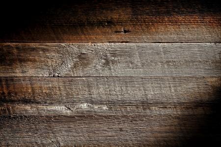 古いものと苦しめられたアンティーク灰色の板にヴィンテージとの荒い鋸で挽かれた納屋の木の板を風化織り目加工の穀物グランジ背景