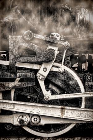 Stare zabytkowe lokomotywy parowe biegowe z antykami kół jezdnych i montaż prętów z dymu pary w nostalgicznej sepii grunge photo