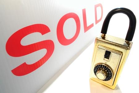 combination: Real estate key holder combination lock box