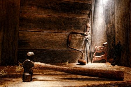 herramientas de carpinteria: Madera antigua vieja mango de un martillo de bola de acero forjado herrero peen