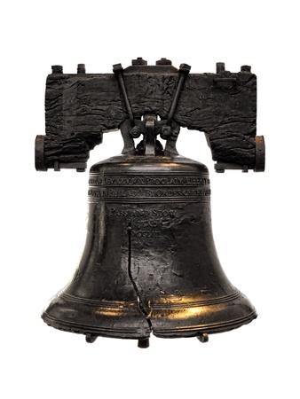 campanillas: Liberty Bell como antiguo s�mbolo de la libertad americana que cuelga en su yugo cerca de Independence Hall en Filadelfia Pennsylvania aislado en blanco