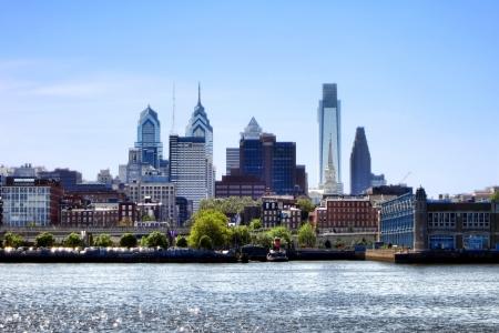 필라델피아: 델라웨어 강에 Penns 상륙 위의 현대적인 고층 빌딩과 사무실 건물의 스카이 라인 펜실베니아 센터 시티 관광 도시의 시내 필라델피아