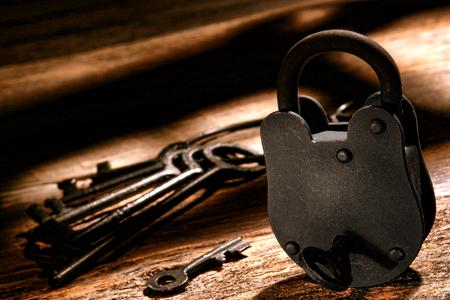 American West Legend sheriff old criminal outlaw jail cell steel lock and vintage western prison keys on a jailer antique wood desk Banque d'images