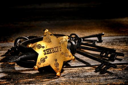 アメリカの西の伝説法執行役員執行者保安官副真鍮スター バッジ 写真素材