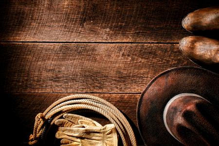 rodeo americano: Vaquero de rodeo del oeste americano gastado sombrero de fieltro marr�n de cuero aut�ntico de �poca