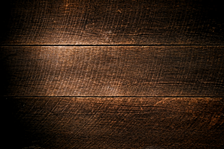 Antieke schuur hout brede plank rustieke planken met vintage molen cirkelzaag merken en leeftijd verweerde houten structuur