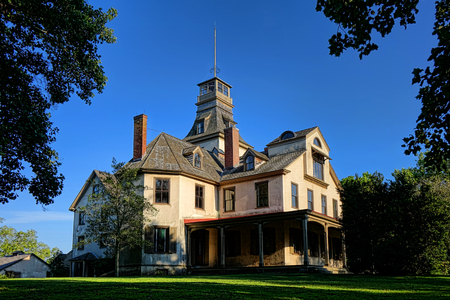 Ironmaster Victorian 맨션은 이탈리아의 건축 양식으로 오래된 역사적인 Batsto 마을에서 Pinelands의 뉴저지에 지어졌습니다. 스톡 콘텐츠