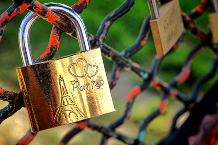 Paris love lock with Eiffel Tower symbol attached to a Parisian park fence  Imagens