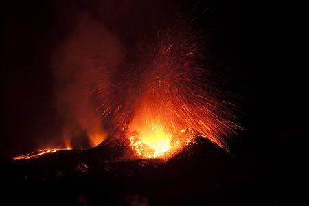 Die Eruptionen des Eyjafjallaj?kull im Jahr 2010 waren vulkanische Ereignisse am Eyjafjallaj?kull in Island, die, obwohl sie für Vulkanausbrüche relativ klein waren, den Flugverkehr erheblich beeinträchtigten.