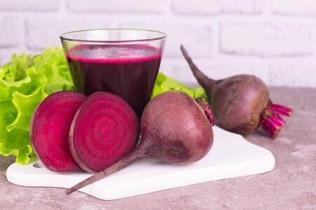 Fresh healthy beet juice in a glass on a white background. Zdjęcie Seryjne