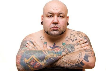 homme chauve: portrait d'un homme chauve avec des tatouages