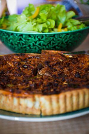 sallad: Delicious pie with sallad