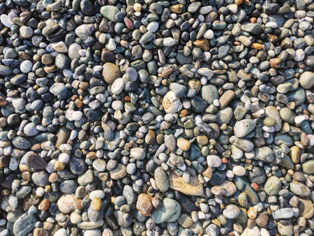 Multicolored smooth stones by the sea, top view. Abstract background. Banque d'images