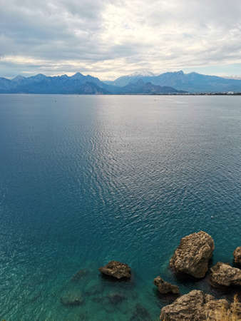 Beautiful views of the Mediterranean Sea and the mountain landscape. Rocky coast and turquoise-blue water. Banque d'images
