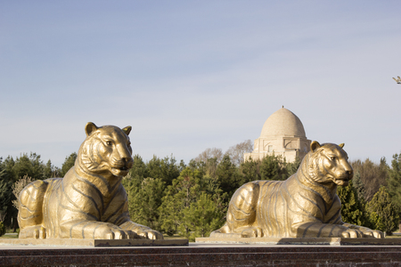 Statues of two tigers in Samarkand near the mausoleum of Rukhabad. Redakční