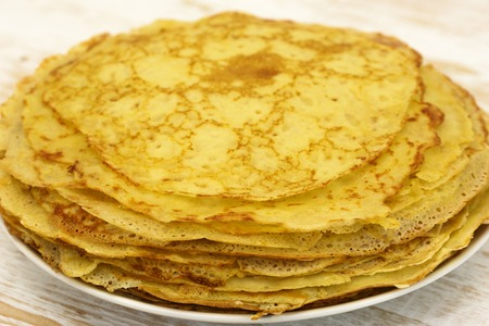 crepes: Delicious crepes with oil. Traditional crepes.