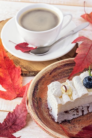 pound cake: Cake sweet dessert. Cake with currants and coffee. Red autumn leaves
