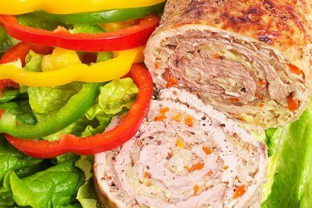 pastel de carne: Pastel de carne con verduras. Carne a la parrilla.