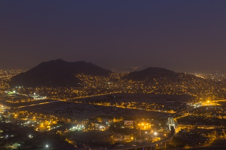 Panoramic view of the peruvian capital Lima from Cerro San Cristobal by night. Foto de archivo