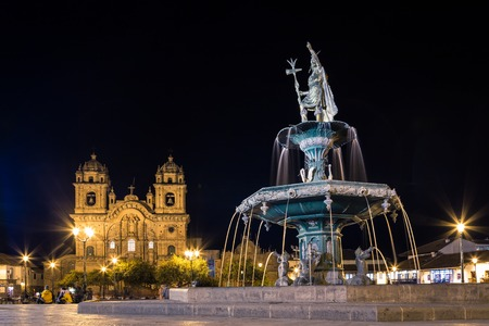 Fountain and church in Cusco, Peru Foto de archivo