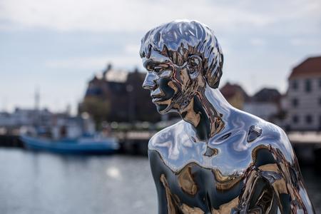 Sculpture HAN in Helsingor, Denmark 報道画像