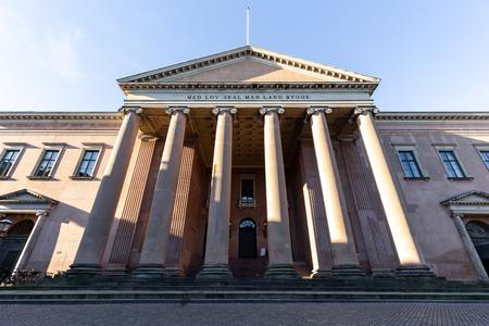 Copenhague, Danemark - 22 février 2019 : Le palais de justice de la ville dans le centre-ville historique situé au marché de Nytorv.