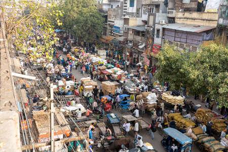 Old Delhi, India - December 4, 2019: A busy street at the Spice Market Khari Baoli in Old Delhi. 新聞圖片