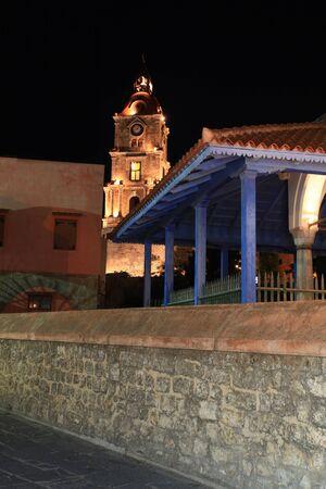 nightime: Storica moschea nella citt� vecchia di Rodi a nightime Archivio Fotografico