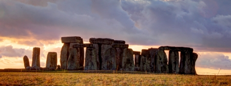 Ancient stoneage monument of stonehenge at sunset in wiltshire