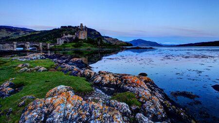 highlander: Eilan Donan en las tierras altas de Escocia el ajuste de la pel�cula Highlander
